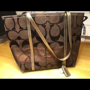 Classic tote style COACH bag